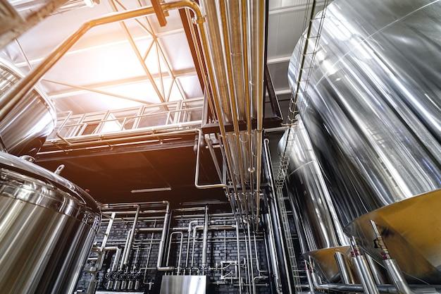 Attrezzature per la produzione di birra artigianale in un birrificio privato