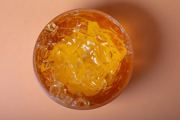 Crema gel lubrificante cosmetico sfondo sfumino trasparente giallo arancio