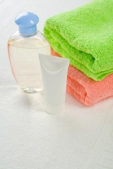 Asciugamani crema e lozione