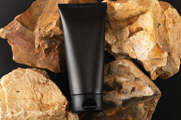 Tubo crema per la cura della pelle del corpo o del viso. flacone vuoto nero.