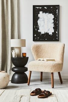 Composizione creativa dell'interior design del soggiorno con cornice per poster finta, poltrona soffice, tavolino da caffè e accessori personali. stile classico moderno. modello.