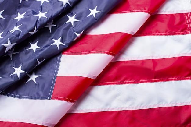 Bandiera americana piegata. bandiera nazionale dell'america. il futuro è vicino. costruire la democrazia e migliorare la vita.