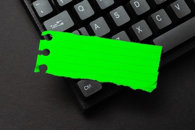 Creazione di servizi di programmazione per computer digitando nuovi dati del foglio di lavoro attività del sito web sicure moderne