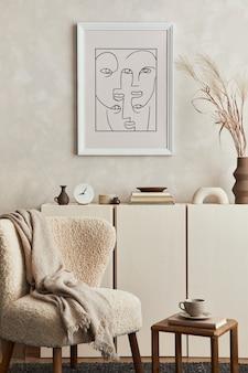 Composizione creativa di un accogliente design d'interni per soggiorno con cornice per poster finta, poltrona soffice, tavolino da caffè, comò e accessori personali. stile moderno. modello.