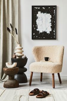 Composizione creativa di un accogliente design d'interni per soggiorno con cornice per poster finta, poltrona soffice, tavolino da caffè e accessori personali. stile classico moderno. modello.