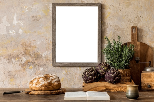 Composizione creativa dell'interior design della cucina con cornice poster mock up e accessori template