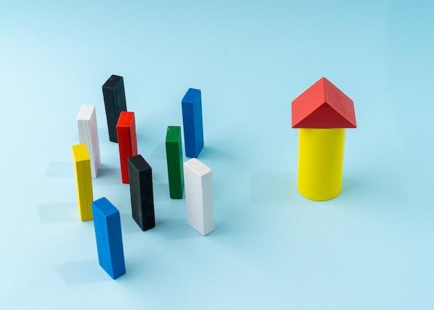 Casella degli strumenti di concetto creativo parlare o riunione fatta da un blocco di legno.