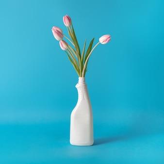 Idea creativa di disinfezione. concetto di protezione con fiori.