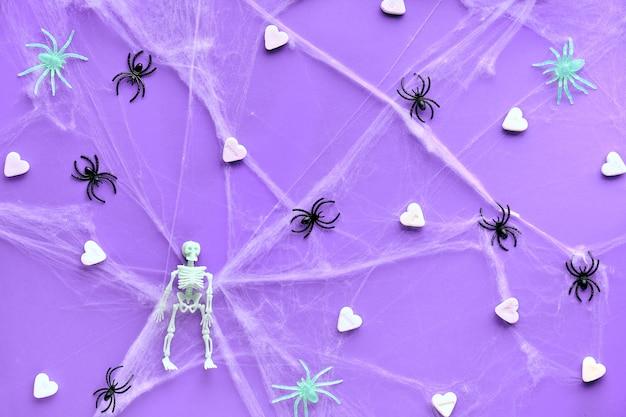 Halloween creativo con cuori di zucchero bianco