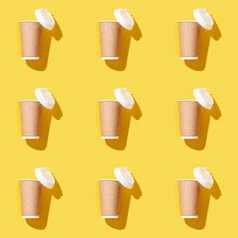 Il modello senza cuciture creativo con il mestiere porta via il grande bicchiere di carta per il caffè
