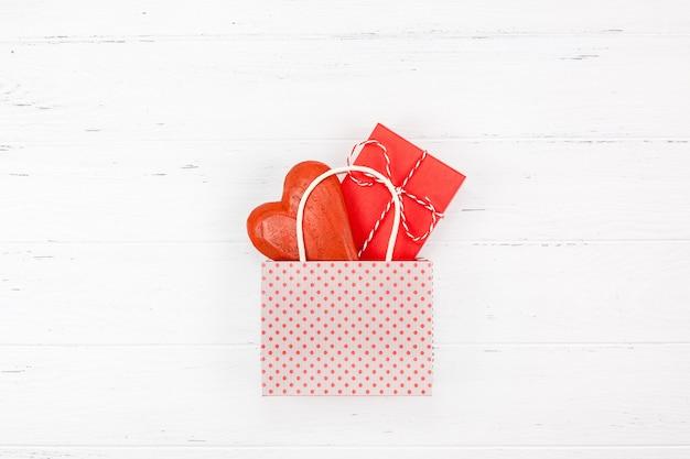 Composizione romantica di san valentino creativo
