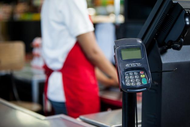 Terminale per carte di credito al banco cassa