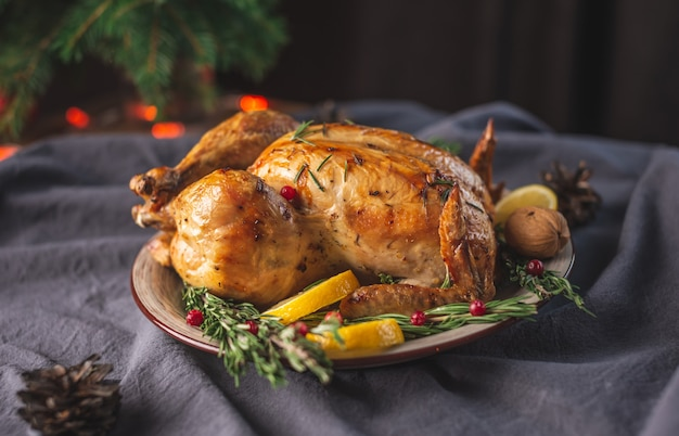 Pollo al forno croccante con rosmarino