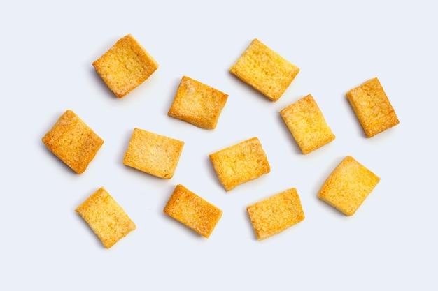 Zucchero di burro di pane croccante su priorità bassa bianca.