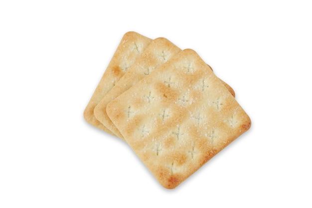 Cracker croccanti con zucchero isolato su sfondo bianco