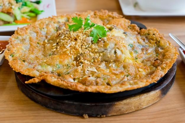 Croccante ostrica saltata in padella con germogli di fagioli