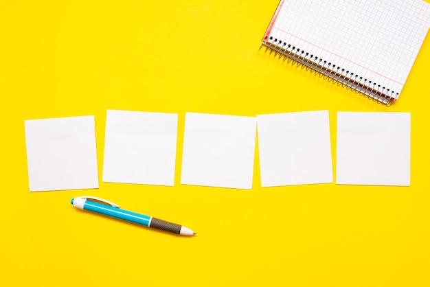 Pensiero critico, ricerca di indizi, risposta alle domande, raccolta di dati, brainstorming di idee logiche, raccolta di informazioni, giochi di parole, forniture per ufficio, quaderni, penna