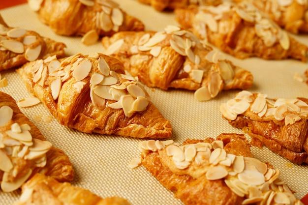 Pane croissant in pasticceria