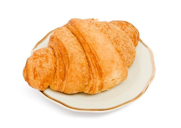 Croissant isolati su sfondo bianco