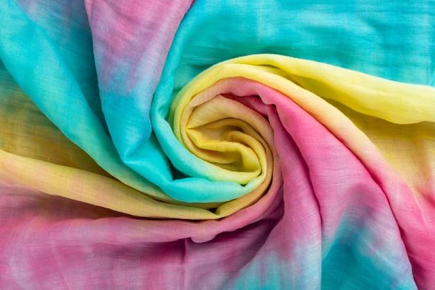 Trama di panno di lino sgualcito. tessuto stropicciato. tintura cravatta colorata.