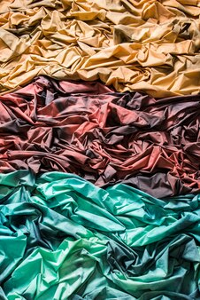 Tessuti stropicciati, tessuti di diversi colori