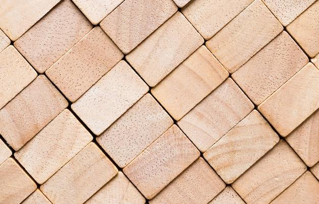 Cubi di legno di bambù, primo piano di cubi di legno che formano una superficie irregolare sotto forma di rettangoli