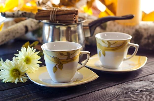 Tazza di caffè in una giornata autunnale