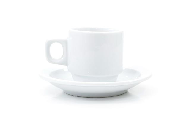 Tazza di caffè su sfondo bianco.