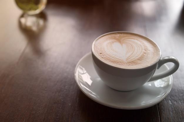 Tazza di caffè e sul blackground di legno