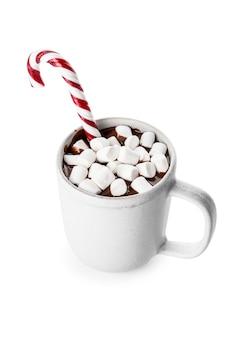 Tazza di cioccolata calda su bianco