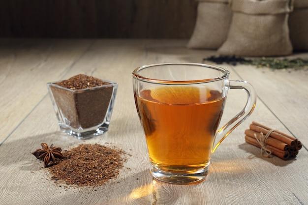 Tazza di tè con cannella