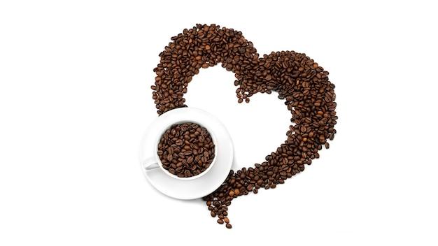 Una tazza con chicchi di caffè nel cuore di chicchi di caffè. vista dall'alto.