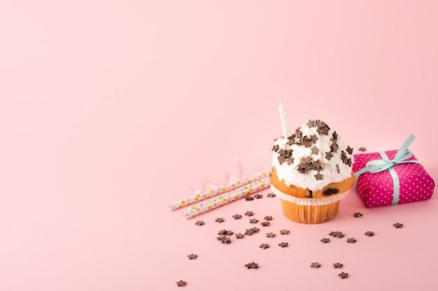 Cupcake con glassa e regalo