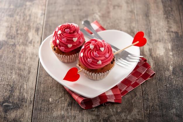 Cupcakes decorati con cuori di zucchero per san valentino