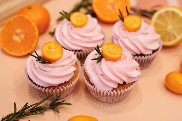 Cupcakes con kumquat e arancia.