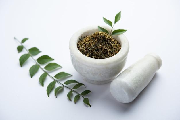 Curry foglie in polvere o karivepaku o karuveppilai podi