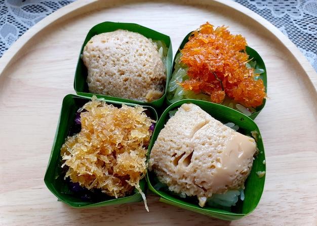 Riso glutinoso con crema pasticcera riso glutinoso con gamberi e cocco grattugiato riso glutinoso nero con cocco dolce