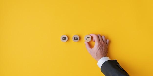 Immagine concettuale di contatto e assistenza clienti