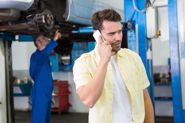Il cliente fa una telefonata