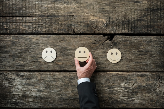 Immagine concettuale di revisione e feedback del servizio clienti