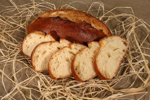 Taglia il pane in tavola