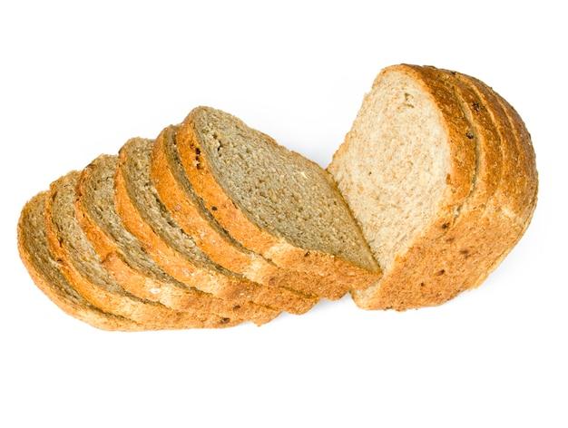 La pagnotta di pane tagliata isolata on white