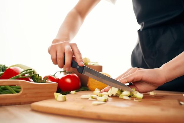 Tagliare le verdure cibo fresco ingredienti da cucina cibo sano