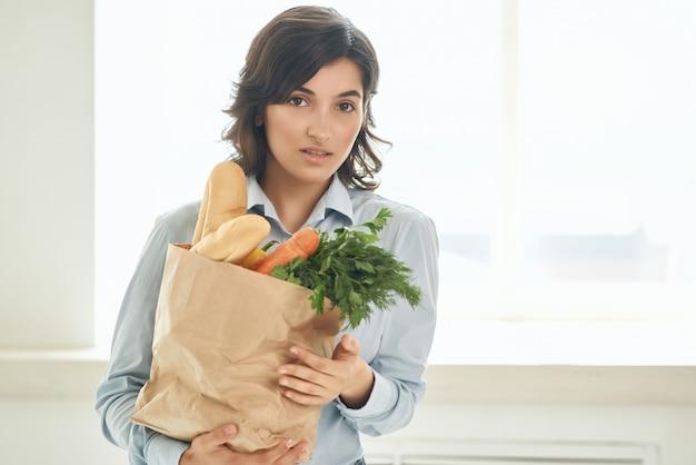 Carino bruna cibo borsa verdure cibo sano stile di vita
