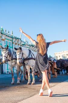 Ragazza carina a san pietroburgo in russia