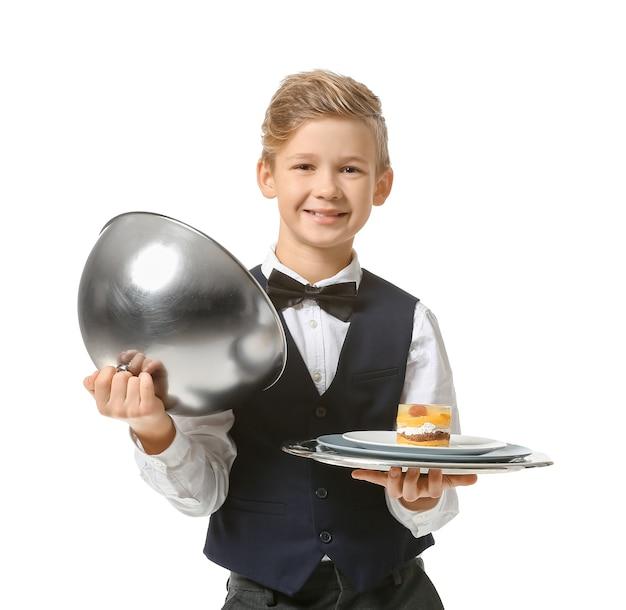 Piccolo cameriere carino su bianco
