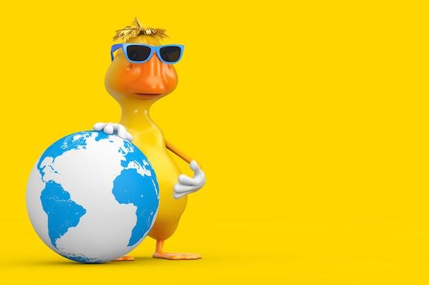 Simpatico cartone animato giallo personaggio personaggio mascotte anatra con globo terrestre su sfondo giallo. rendering 3d