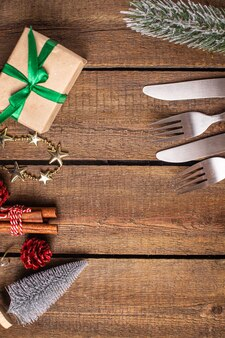 Posate tavola festiva impostazione natale forchetta coltello capodanno pasto sul tavolo spazio copia cibo