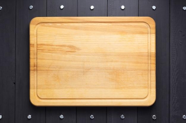 Tagliere a tavola di legno rustico sfondo, vista dall'alto