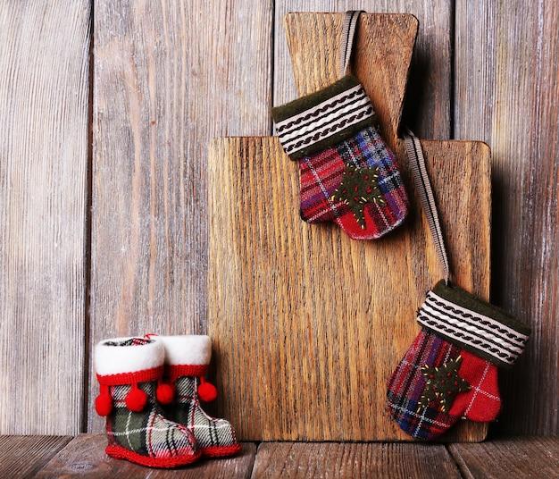 Tagliere con decorazioni natalizie
